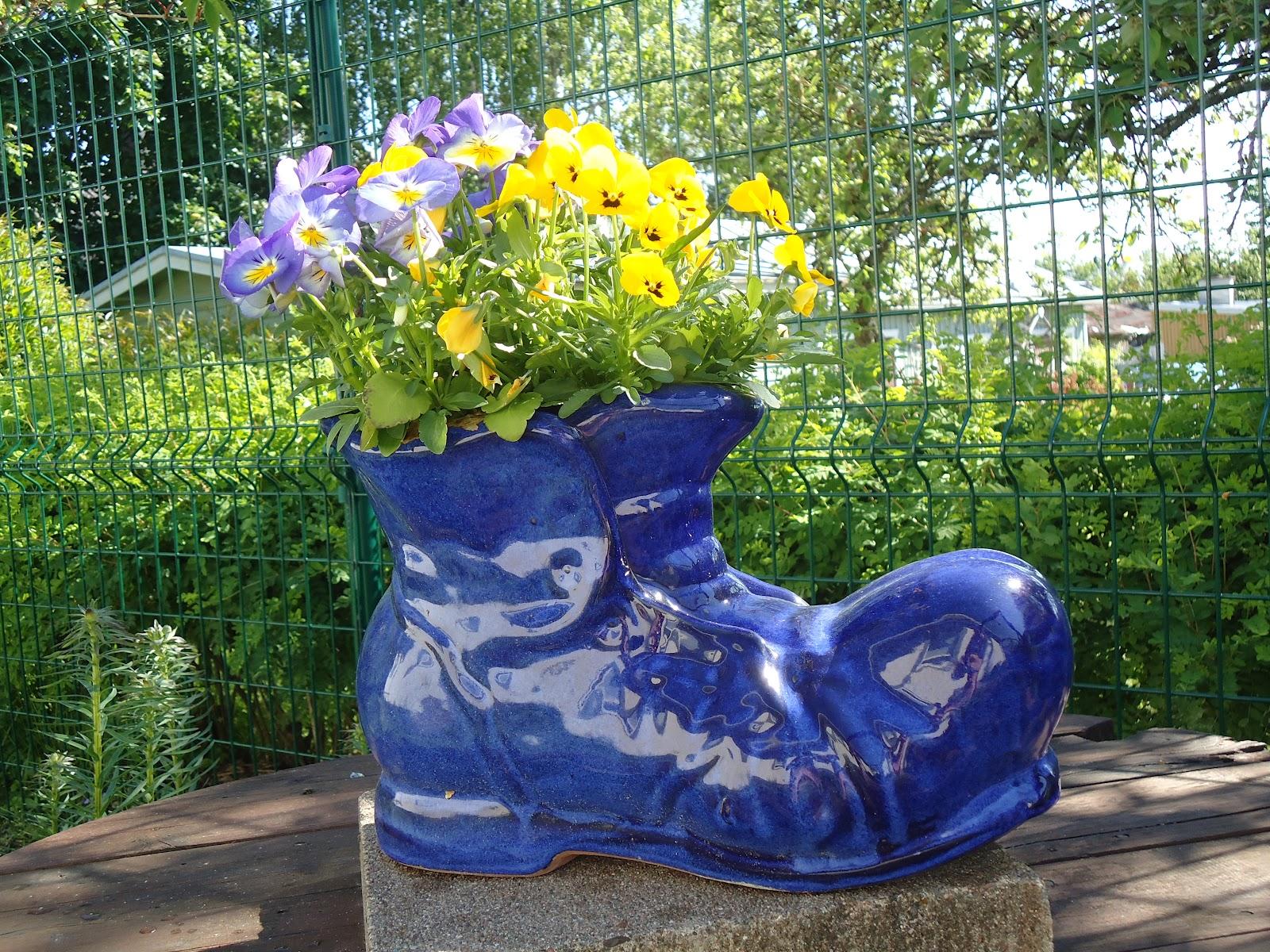 Kukkien kierrätystä…- Flower recycling