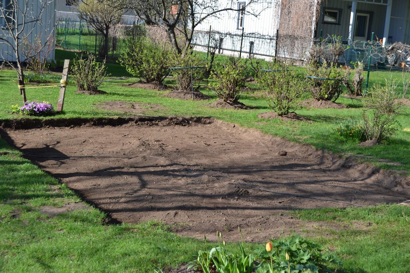 Puutarhatöissä – Gardening