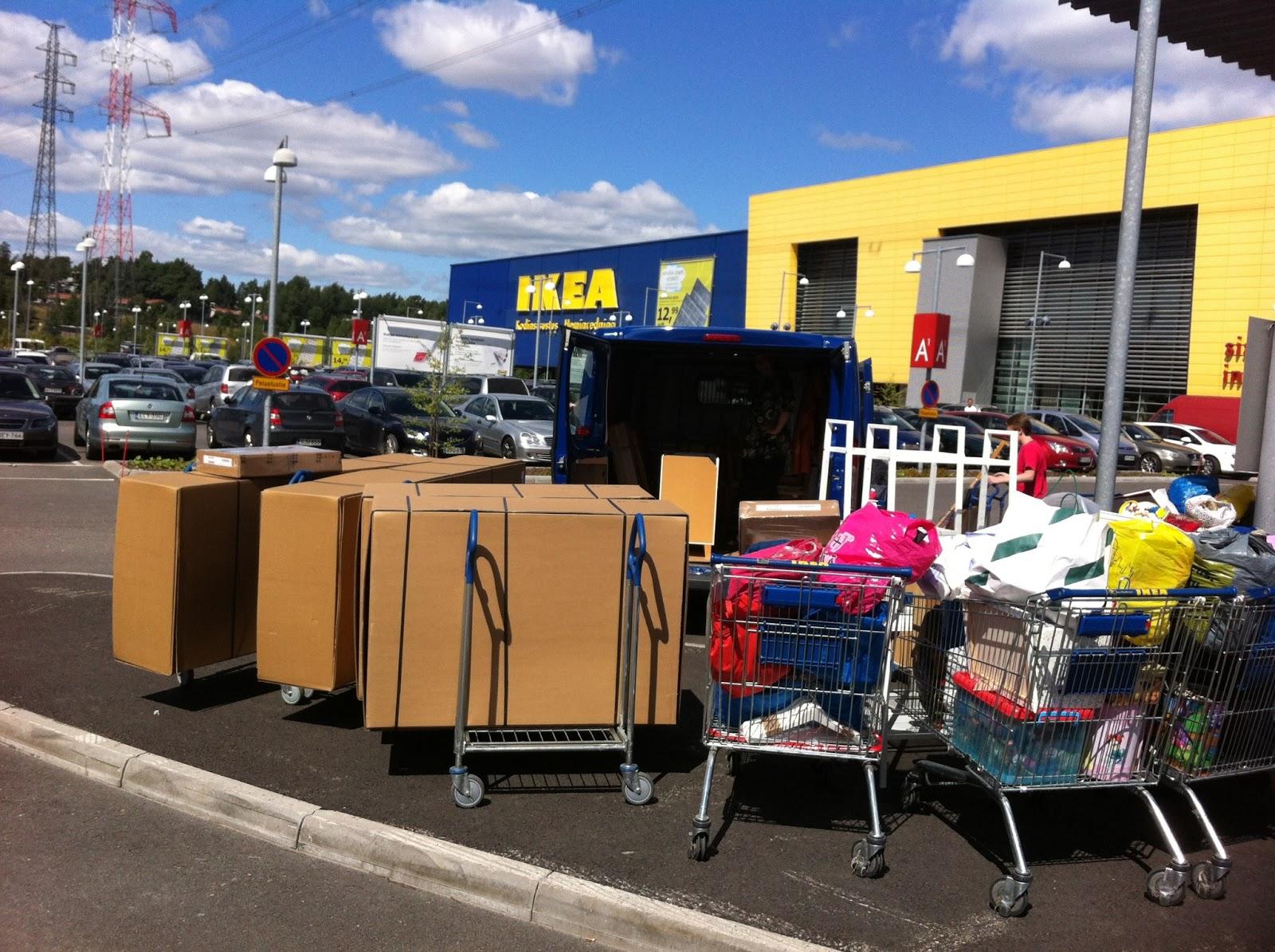 Ikeassa shoppailua – Shopping at Ikea