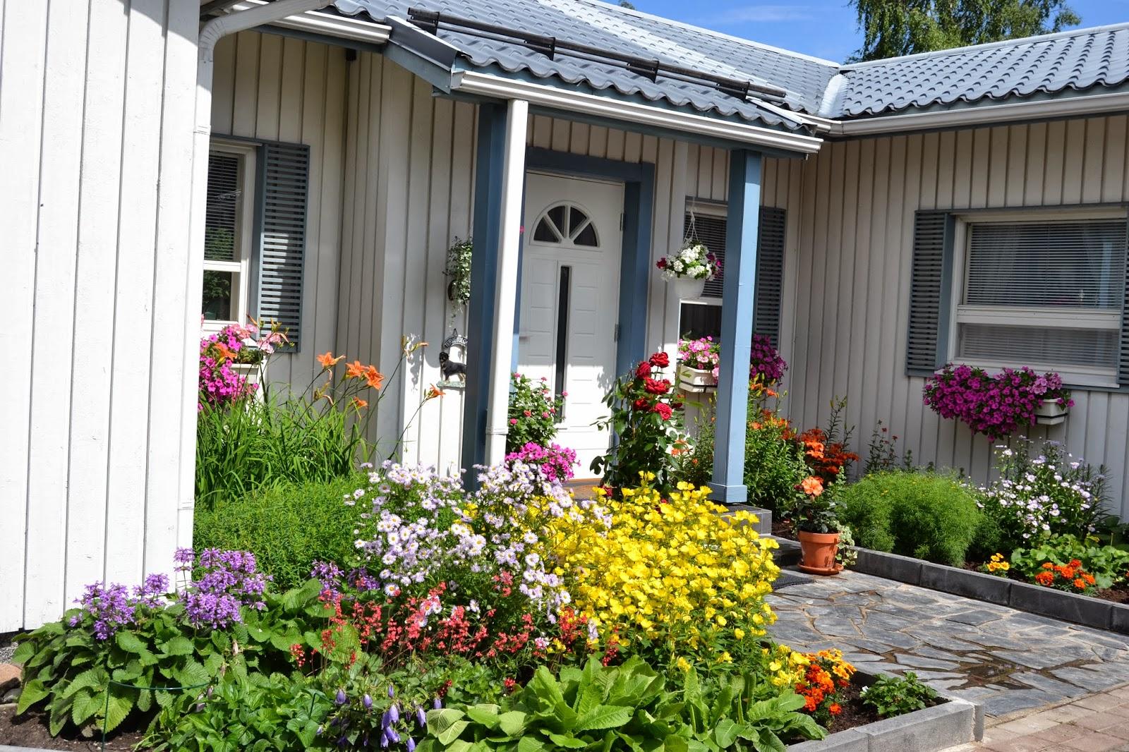Puutarhakesä 2013 kuvina – Gardening summer 2013 in pictures