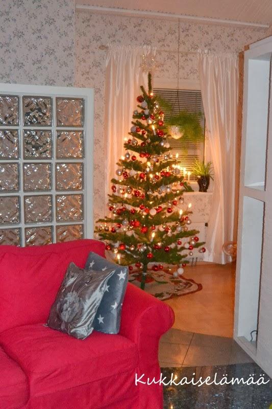 Joulupuu on rakennettu – Christmas tree