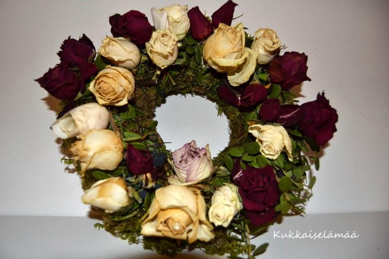 Kranssituunaus.. – Wreath's new life..
