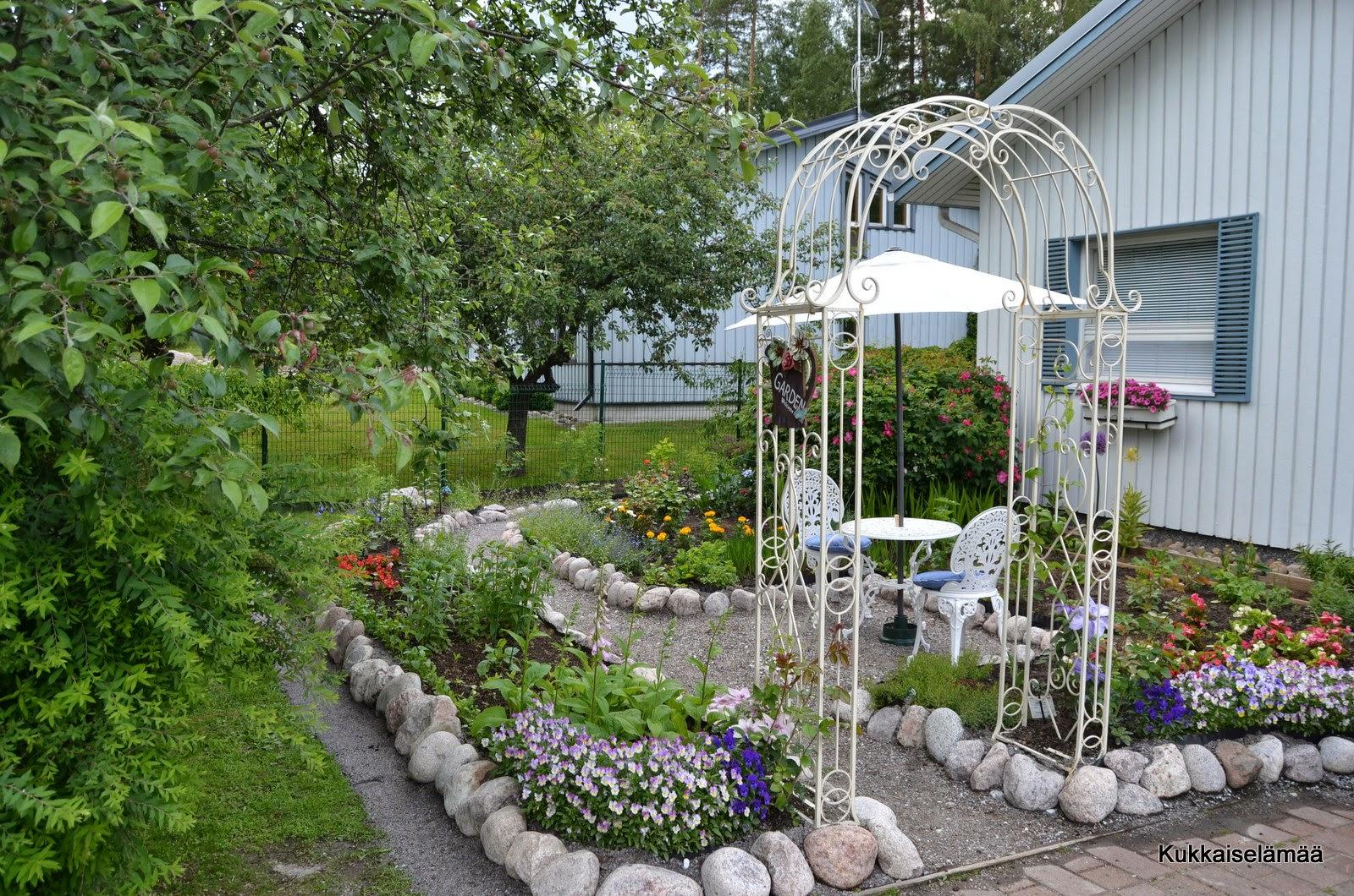 Vinkkejä puutarhapolun rakentamiseen