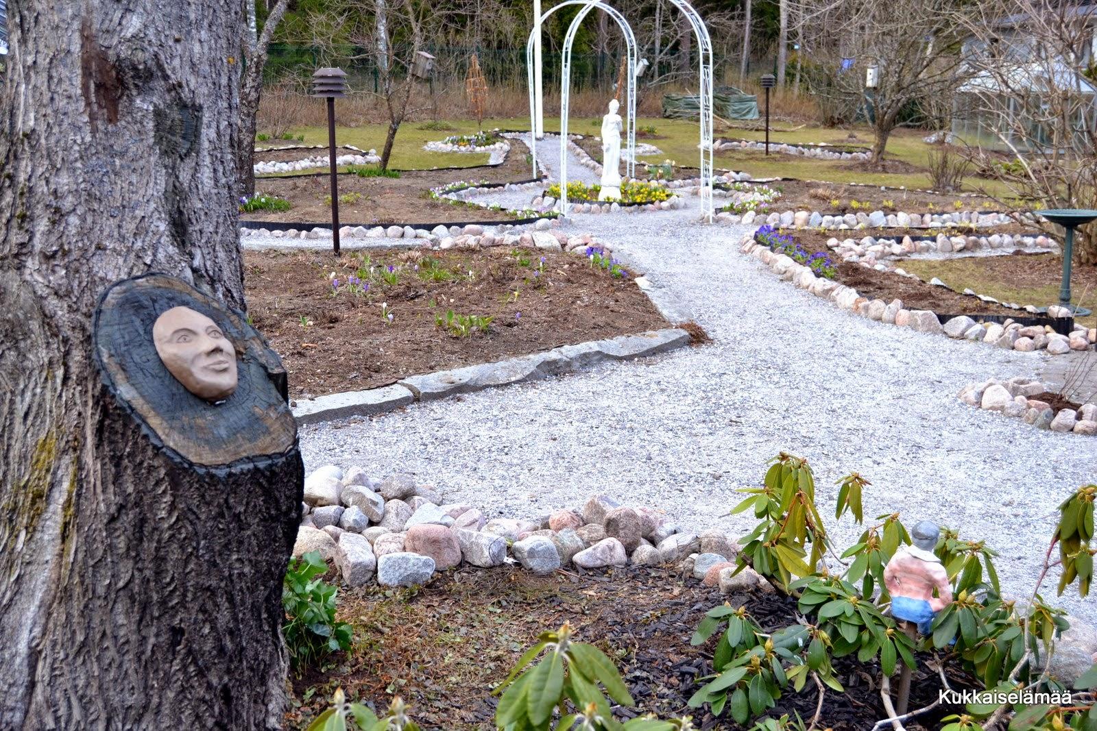 "Ite-taidetta puutarhaan – Some garden ""art"""