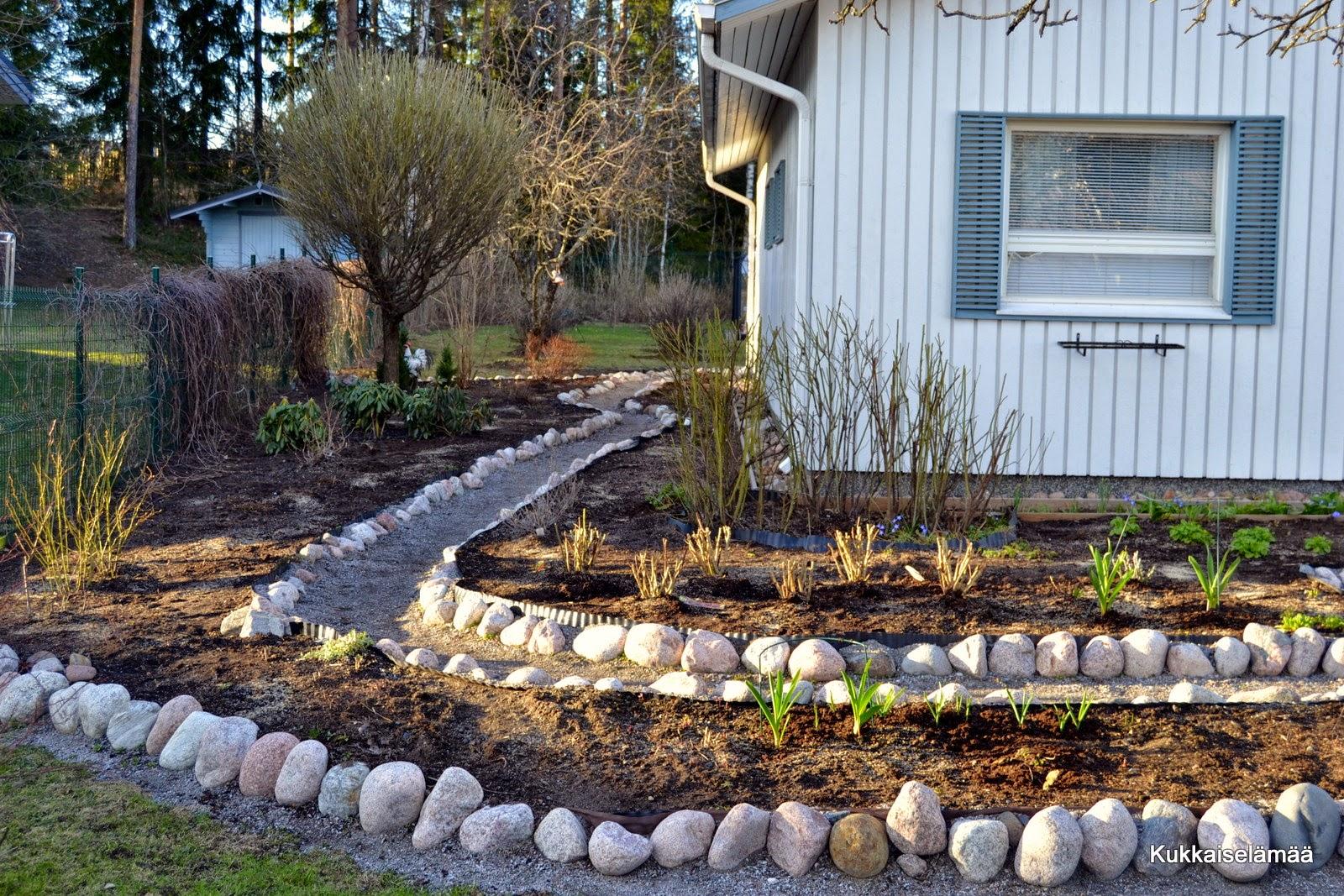 Pihatöitä ja kompurointia – Gardening