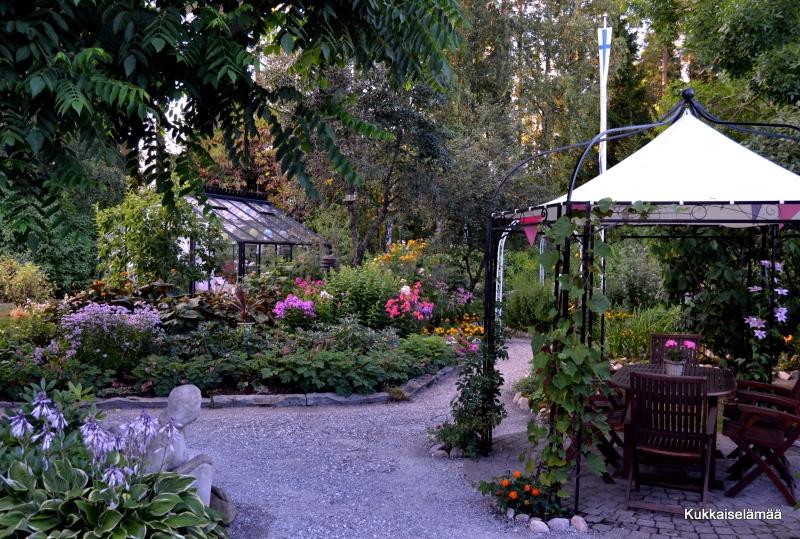 Loppukesän puutarha – Autumnal garden