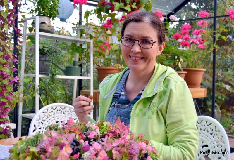 Kranssin valmistus ja tuijia…- Making a wreath