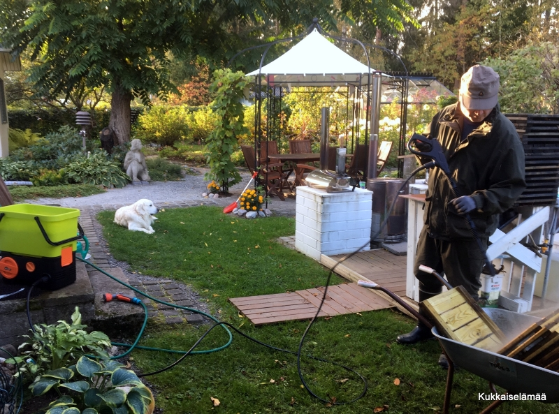 Puuhastelua pihalla ja sisällä – Chores out- and indoors