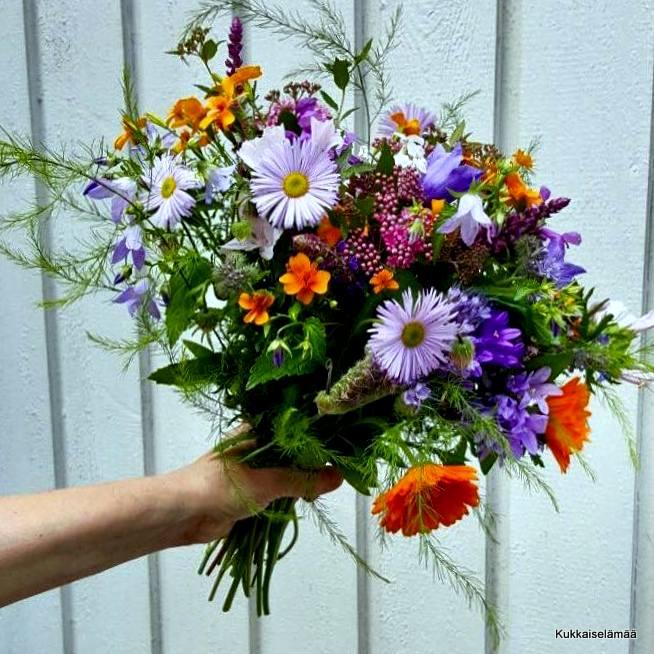 Vinkkejä kukkakimppuihin omasta puutarhasta – Flower bouquets