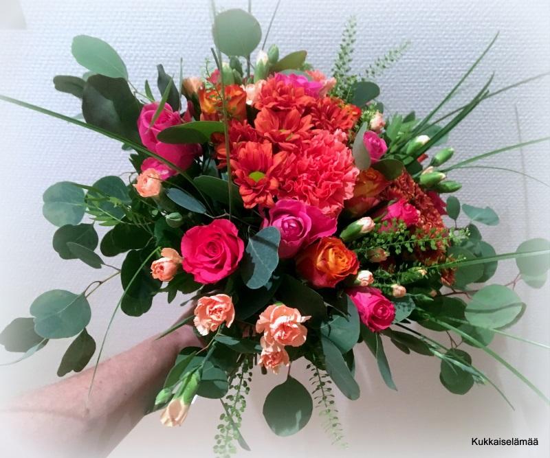 Kukkia äidille! + Kirja-arvonta