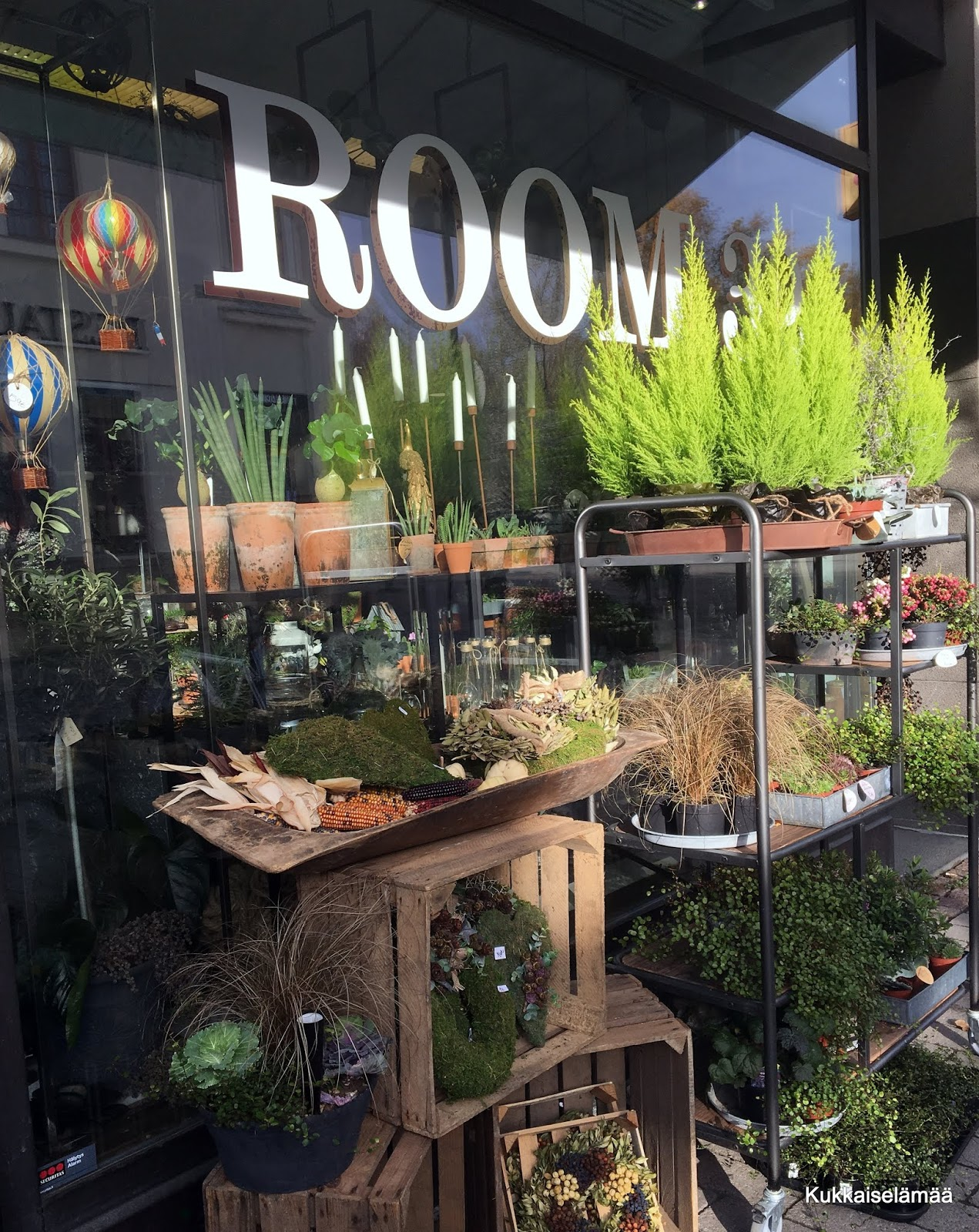 Room 32 – kotikaupungissa ulkomailla