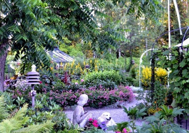 Kukkaiselämää-puutarha
